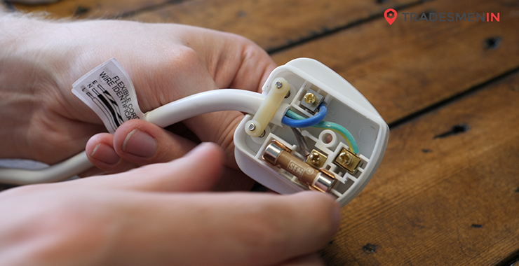 How to Change a Fuse in a UK Plug
